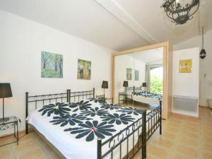 Villa Maubec, Vily  Maubec - big - 32