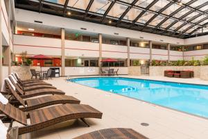 Best Western Premier Milwaukee-Brookfield Hotel & Suites, Отели  Brookfield - big - 31