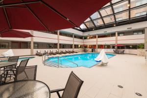 Best Western Premier Milwaukee-Brookfield Hotel & Suites, Отели  Brookfield - big - 33