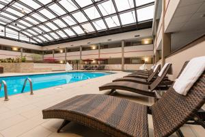 Best Western Premier Milwaukee-Brookfield Hotel & Suites, Отели  Brookfield - big - 32
