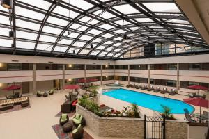 Best Western Premier Milwaukee-Brookfield Hotel & Suites, Отели  Brookfield - big - 35