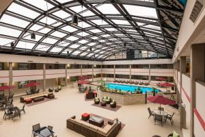 Best Western Premier Milwaukee-Brookfield Hotel & Suites, Отели  Brookfield - big - 39