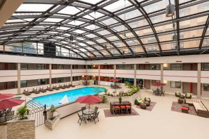 Best Western Premier Milwaukee-Brookfield Hotel & Suites, Отели  Brookfield - big - 38