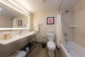 Best Western Premier Milwaukee-Brookfield Hotel & Suites, Отели  Brookfield - big - 7
