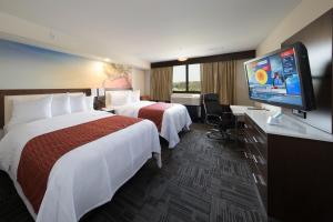 Best Western Premier Milwaukee-Brookfield Hotel & Suites, Отели  Brookfield - big - 3