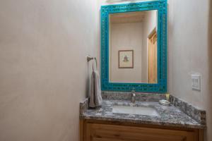 2 Bedroom - 10 Min. Walk to Plaza - Casa Estrella, Prázdninové domy  Santa Fe - big - 5
