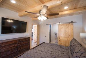 2 Bedroom - 10 Min. Walk to Plaza - Casa Estrella, Prázdninové domy  Santa Fe - big - 6