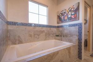 2 Bedroom - 10 Min. Walk to Plaza - Casa Estrella, Prázdninové domy  Santa Fe - big - 11