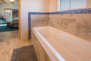 2 Bedroom - 10 Min. Walk to Plaza - Casa Estrella, Prázdninové domy  Santa Fe - big - 12