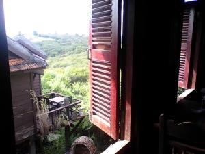 Nature House, Комплексы для отдыха с коттеджами/бунгало  Banlung - big - 46