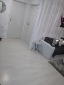 White Luxury Apartment, Appartamenti  Sibiu - big - 15