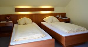 Hotel-Pension Falkensteiner, Hotels  Sankt Gilgen - big - 2