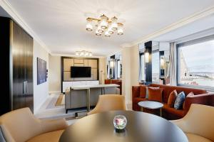 King Danube River Suite with Executive Lounge Access