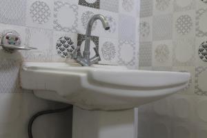 Spacious Rooms In mussoorie, Guest houses  Mussoorie - big - 11
