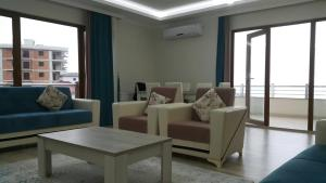 Canary Palm Apartment