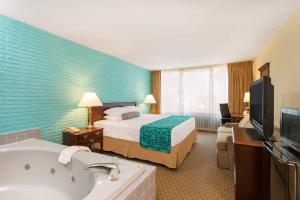 Deluxe King Room with Spa Bath - Smoking