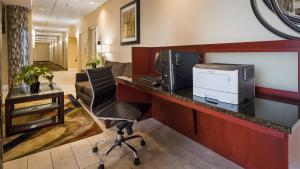 Best Western Airport Inn & Suites Cleveland, Hotels  Brook Park - big - 36