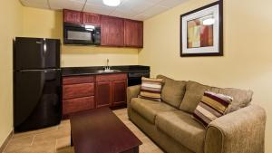 Best Western Airport Inn & Suites Cleveland, Szállodák  Brook Park - big - 17