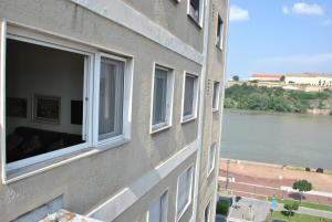 Top place river side apartment -great view 55m2, Апартаменты  Нови-Сад - big - 1