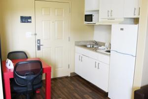 Queen Studio with One Queen Bed - Disability Access/Non-Smoking