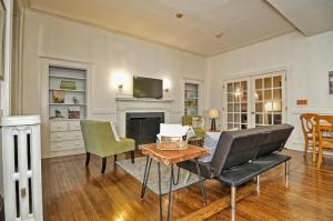 Iconic Beacon Hill Apartment on Quiet Street, Apartmanok  Boston - big - 12