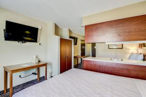 Queen Room with Two Queen Beds and Wet Bar