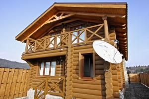 Canadian Log House, Villas  Bakuriani - big - 8