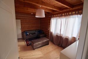 Canadian Log House, Villas  Bakuriani - big - 10