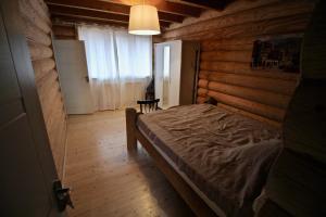 Canadian Log House, Villas  Bakuriani - big - 16