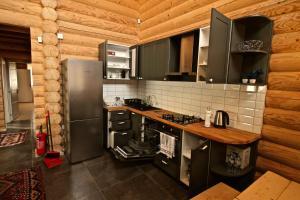 Canadian Log House, Villas  Bakuriani - big - 46