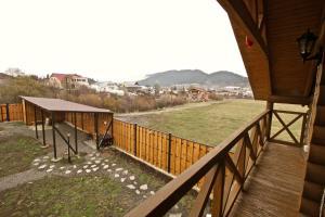 Canadian Log House, Villas  Bakuriani - big - 11