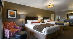 Suite with One King Bed and Two Queen Beds