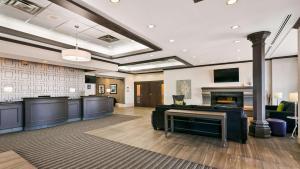 Best Western Plus Village Park Inn, Hotel  Calgary - big - 1