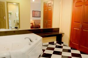 Double Suite with Two Double beds and Spa Bath - Non-Smoking