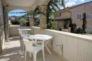 Apartment Zavalatica 9151a