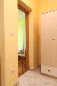 Apartment Jelsa 4586a, Апартаменты  Елса - big - 8