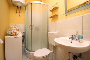 Apartment Jelsa 4586a, Апартаменты  Елса - big - 11