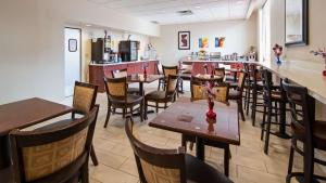 Best Western Airport Inn & Suites Cleveland, Hotels  Brook Park - big - 19