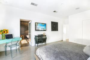 Beautiful West Hollywood Home with Heated Pool, Nyaralók  Los Angeles - big - 15