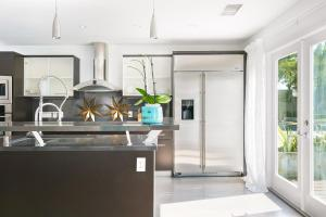 Beautiful West Hollywood Home with Heated Pool, Nyaralók  Los Angeles - big - 18