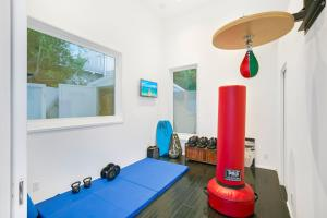 Beautiful West Hollywood Home with Heated Pool, Nyaralók  Los Angeles - big - 35