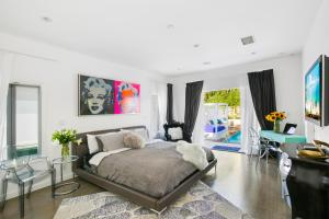 Beautiful West Hollywood Home with Heated Pool, Nyaralók  Los Angeles - big - 11