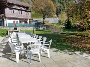 Chalet Riant Soleil, Holiday homes  Arveyes - big - 16