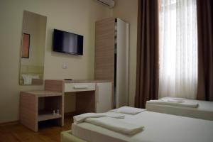 Living Hotel, Hotels  Tirana - big - 8