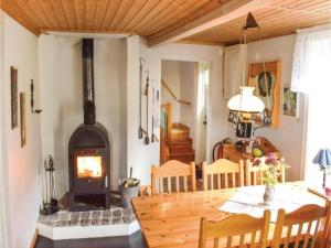 Two-Bedroom Holiday Home in Landsbro, Case vacanze  Landsbro - big - 15
