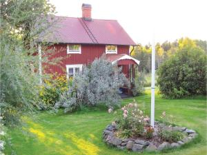 Two-Bedroom Holiday Home in Landsbro, Case vacanze  Landsbro - big - 8