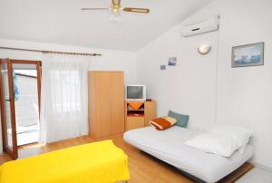 Apartment Novi Vinodolski 5599b, Apartmány  Novi Vinodolski - big - 4