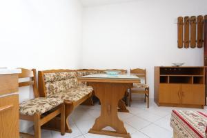 Apartment Poljica 10353b, Апартаменты  Марина - big - 6