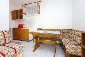 Apartment Poljica 10353b, Апартаменты  Марина - big - 5