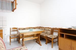 Apartment Poljica 10353b, Апартаменты  Марина - big - 3